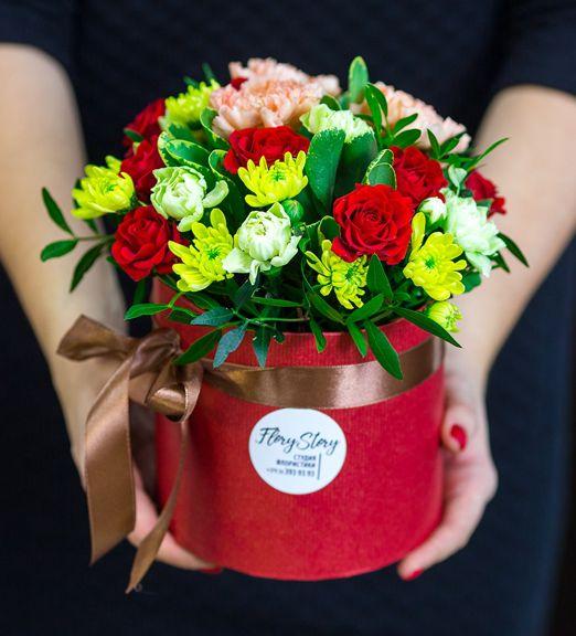 Коробка круглая (цилиндр) с цветами 135