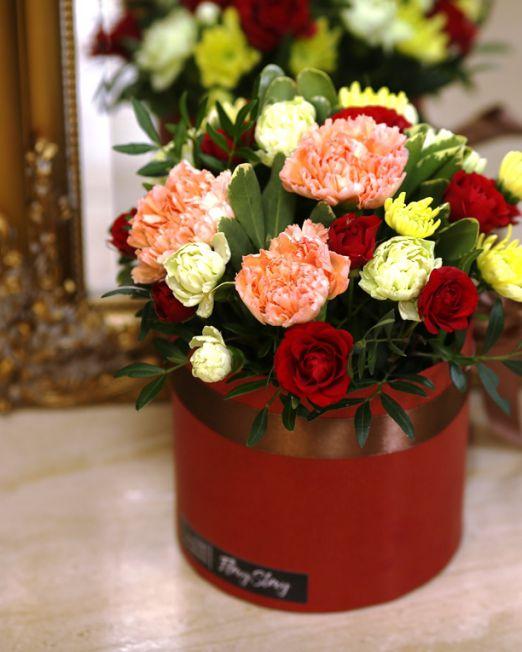 Коробка круглая (цилиндр) с цветами 139