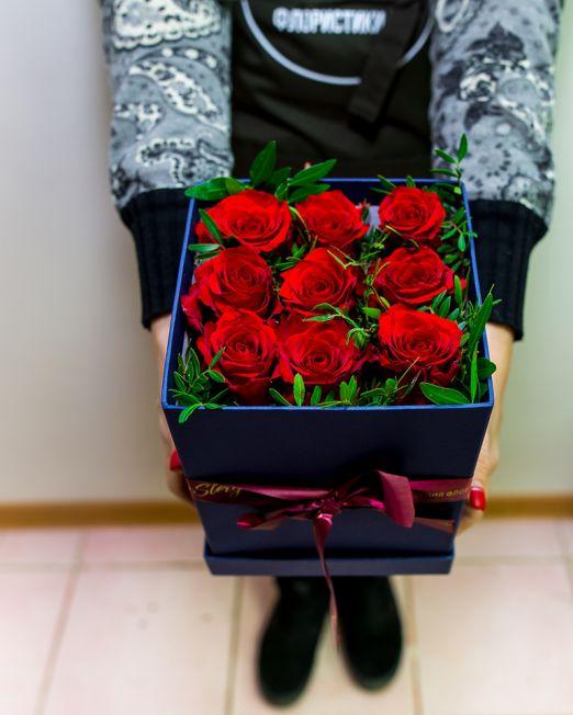 Розы в квадратной коробке размера M 062
