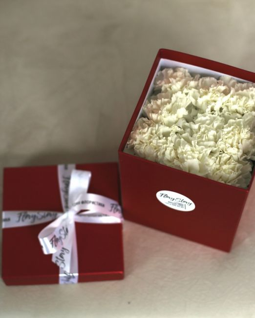 Цветы в квадратной коробке размера M 428