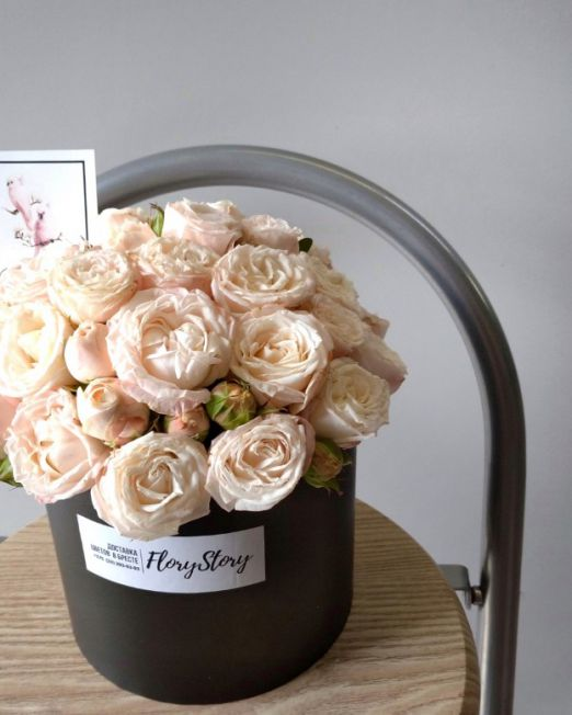 коробка шляпная с пионовидными розами бомбастик