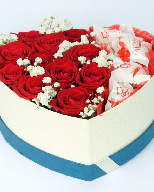 Цветочное сердце с цветами и сладостями с доставкой в Бресте 013