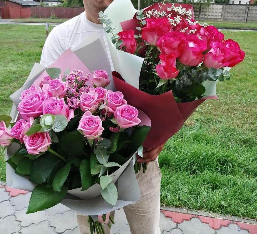 Букет из роз с зеленью 336
