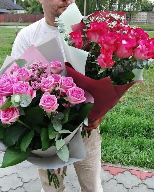 букет из 17 роз и зелени
