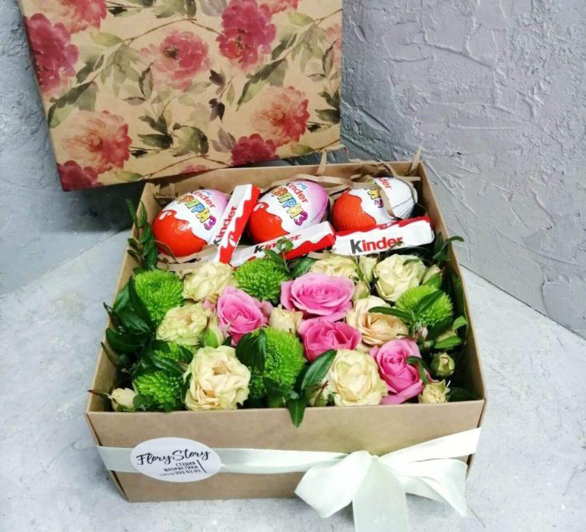 Коробка с цветами и сладостями 333