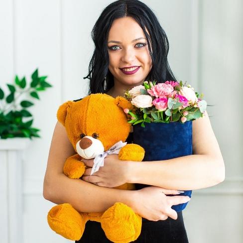 медвежонок игрушечный плюшевый к цветам