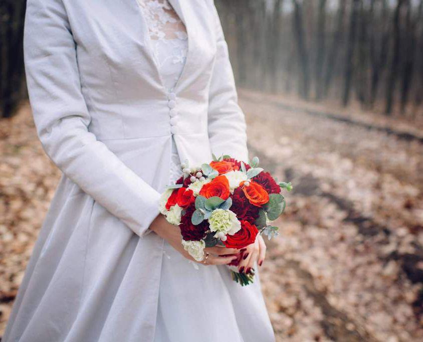 Свадебный букет невесты красно-белый -706
