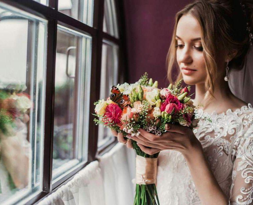 Свадебный букет невесты из пионовидной розы — 715