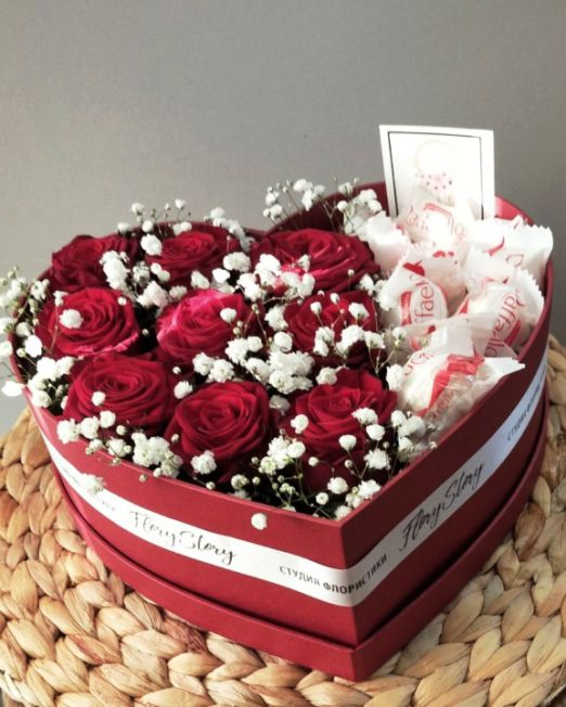 сердце с розами и конфетами