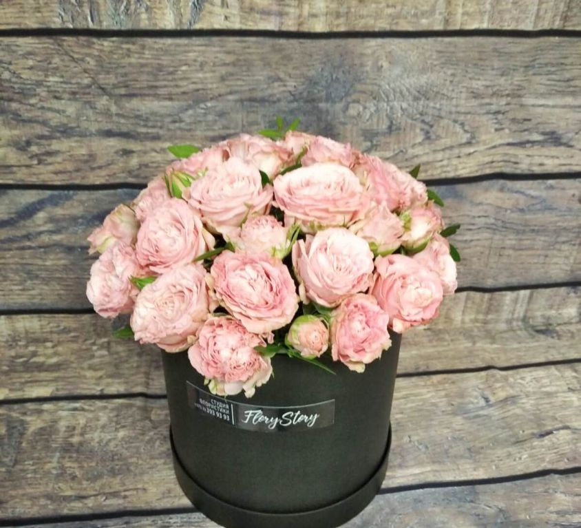 Коробка круглая (цилиндр) с пионовидной розой 111