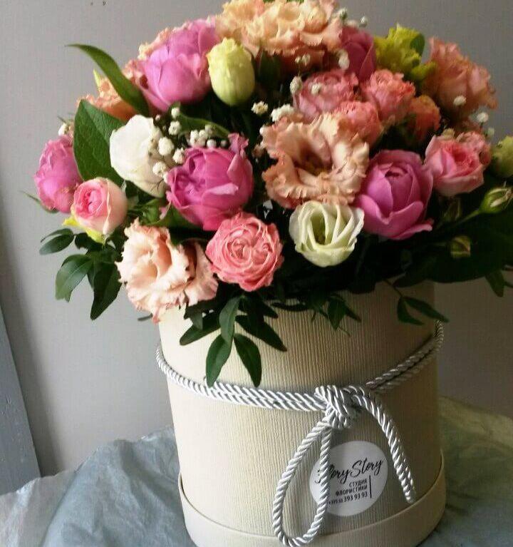 Коробка шляпная с пионовидными розами 338