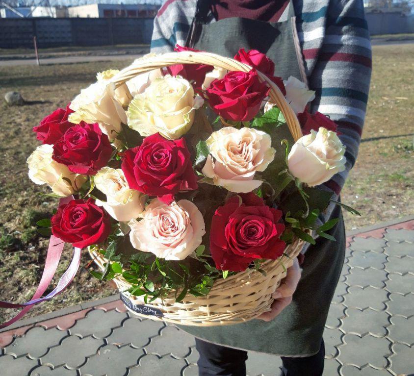 Корзина с розами 311