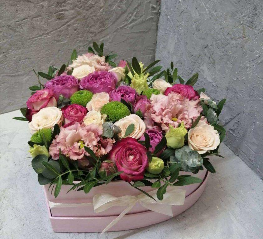 Сердце с цветами в коробке 313