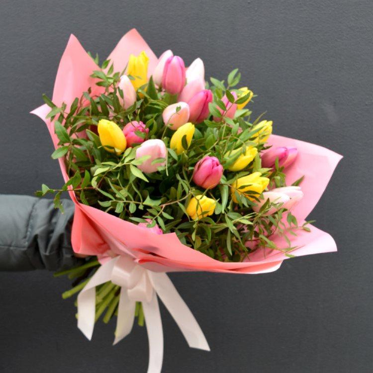 Букет сборный из 21 тюльпана 396