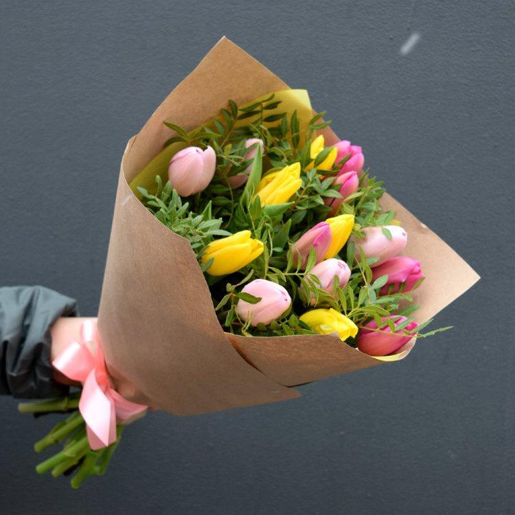Букет сборный из 15 тюльпанов 247
