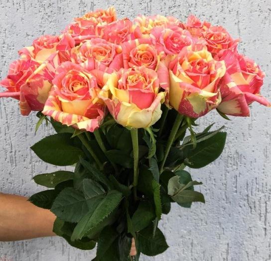 Букет сборный из двухцветной розы 003