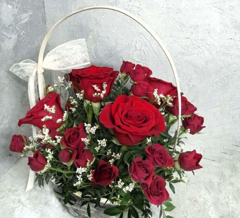 Корзина с розами красными 435