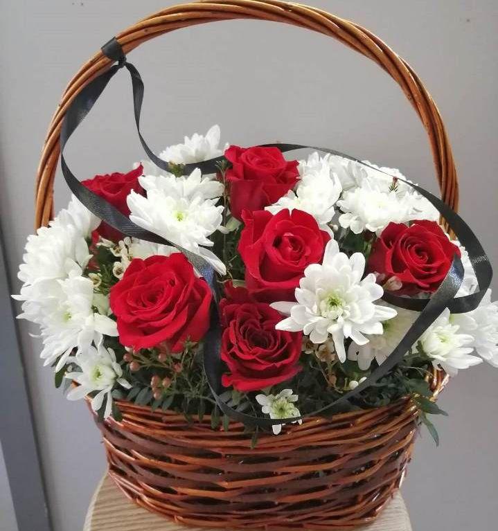 Корзина траурная с розами и хризантемой 377