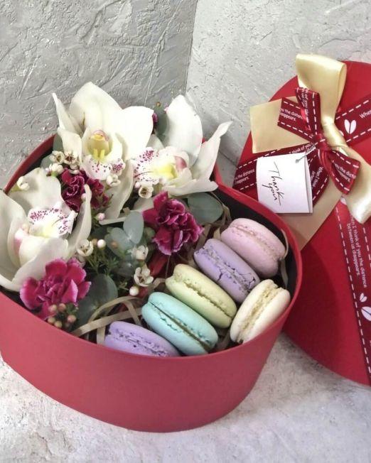 сердце с орхидеей и макаронс(1)
