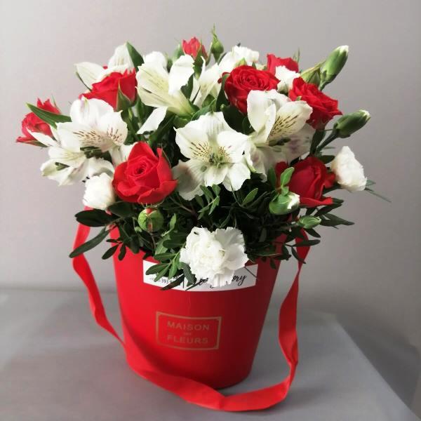 Сумочка с розами, гвоздикой 352