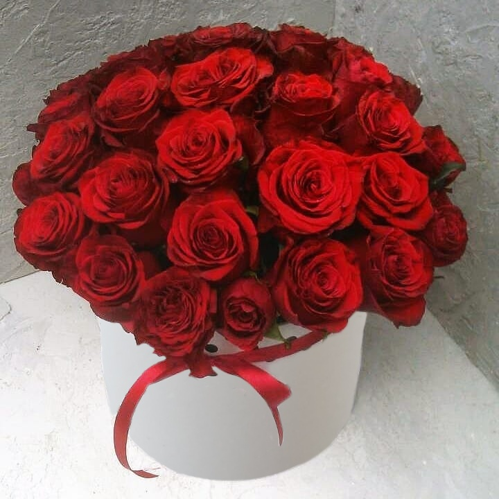 Коробка круглая (цилиндр) с розами 054