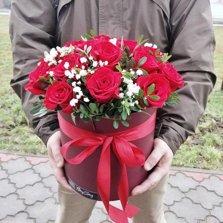 Коробка шляпная с красными розами 360