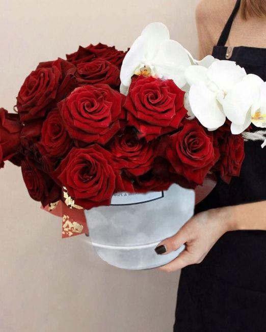 шляпная коробка с розами и орхидеей (1)