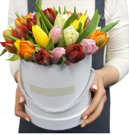 коробка с тюльпанами микс