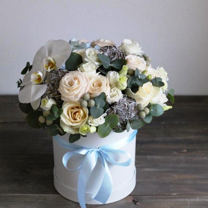 Шляпная коробка с пионовидной розой и орхидеей 176
