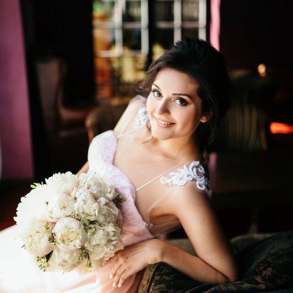 Свадебный букет невесты из белых пионов — 703