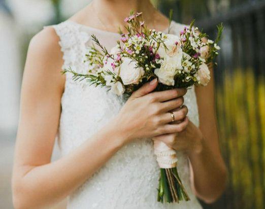 небольшой букет невесты 2