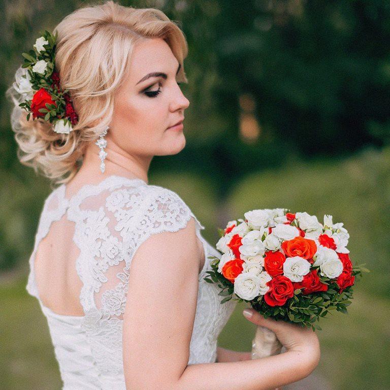 Свадебный букет невесты красно-белый -705