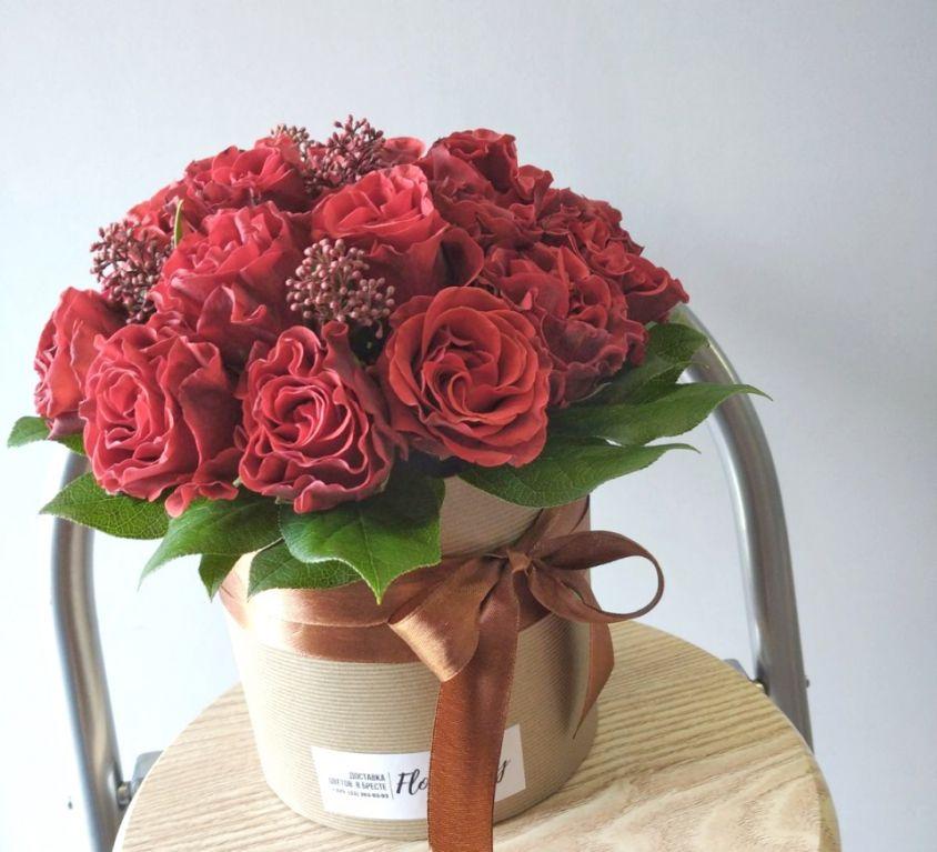 Коробка шляпная с красными розами 164