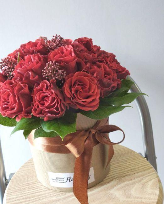 шляпная коробка из красных роз эльторро 1
