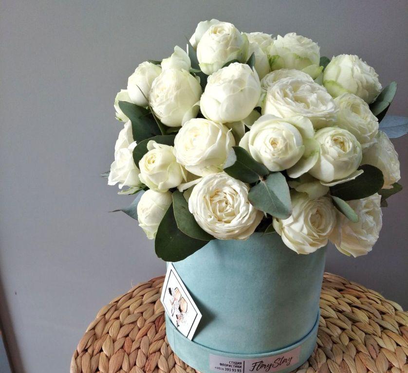 Коробка круглая (цилиндр) с пионовидными розами 030