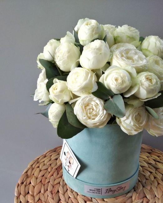 шляпная коробка с пионовидными розами