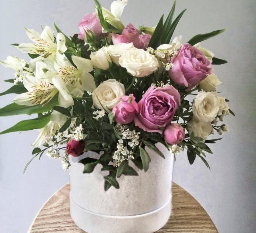 Коробка шляпная бархатная с цветами 091