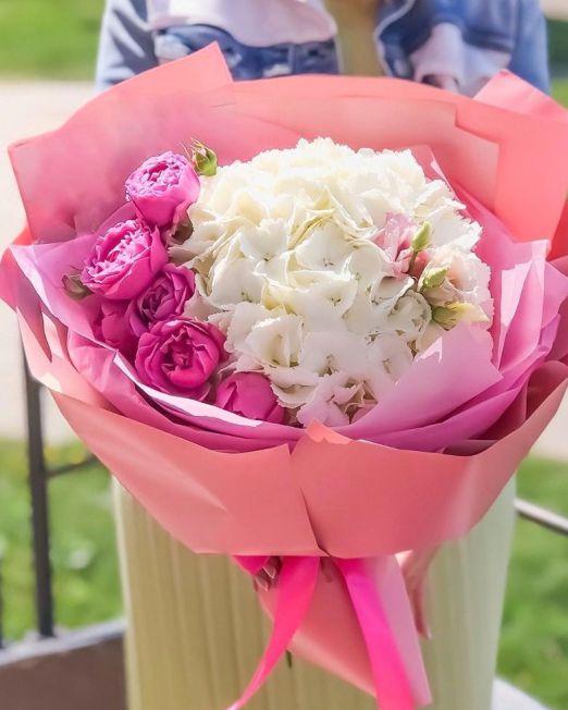 buket-iz-gortenzii-i-pionovidnoj-rozy-brest_3