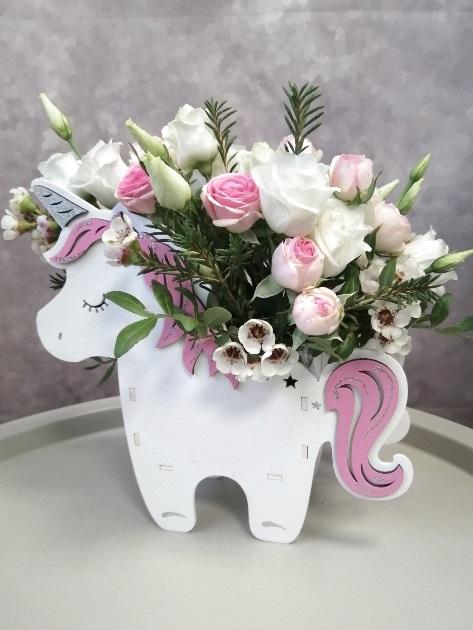 Коробка единорог с цветами -050