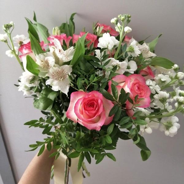 Букет из роз, маттиолы, альстромерии 519