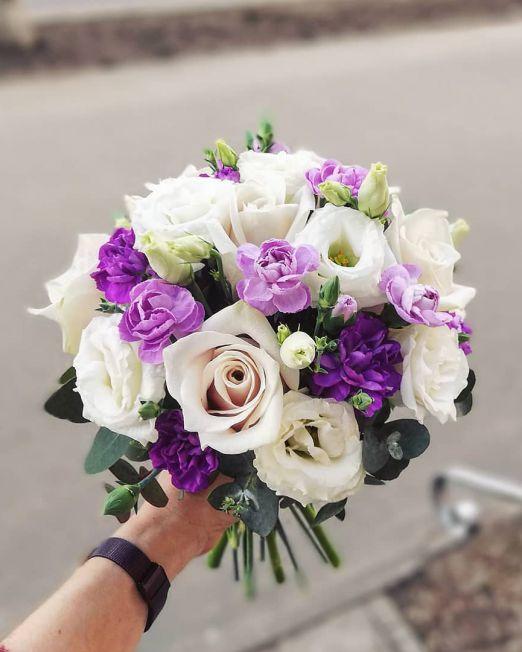 букет свадебный бело-фиолетовы