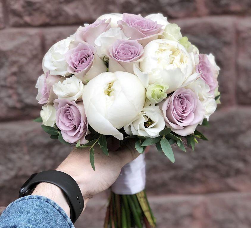 Свадебный букет невесты в бело-сиреневых тонах — 730