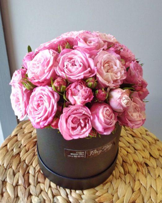 шляпная коробка с пионовидной розой бомбастик
