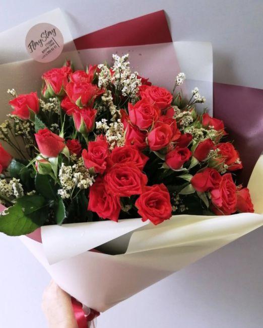 букет из красной кустовой розы 116