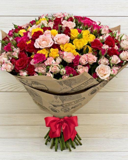 букет из кустовых роз микс цветов