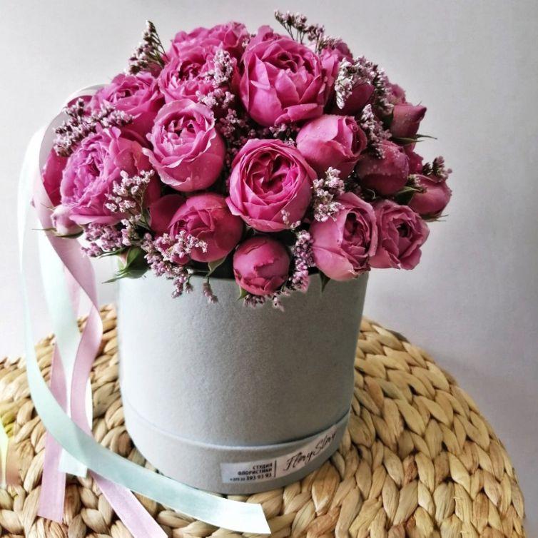 Коробка шляпная бархатная с пионовидными розами 521