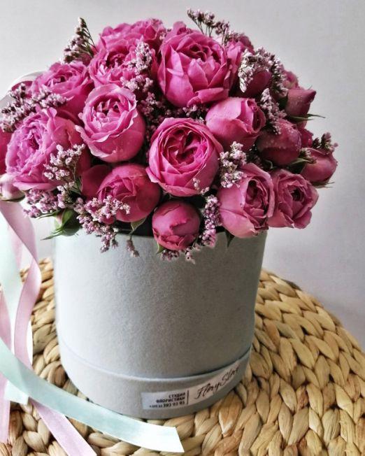 коробка шляпная с пионовидными розами бархатная
