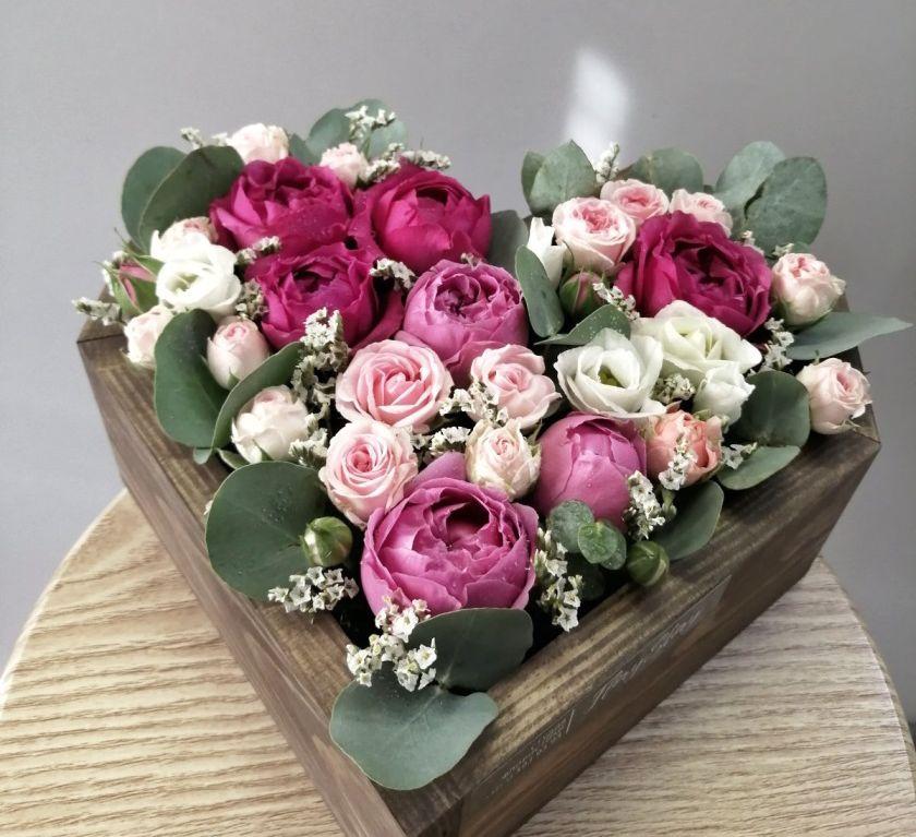 Сердце с цветами в деревянной основе 516