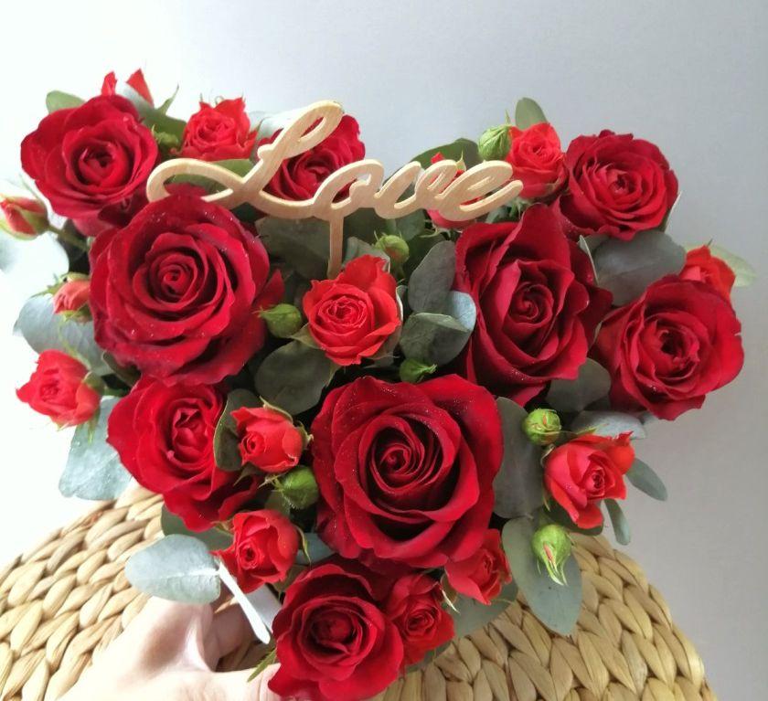 Сердце с цветами в деревянной основе 001