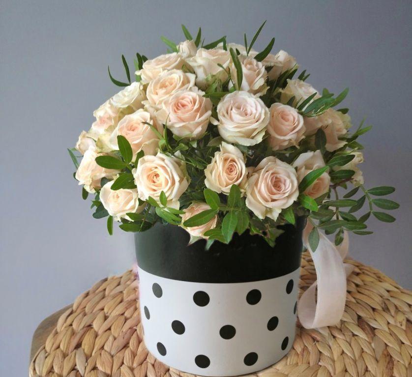 Шляпная коробка с кустовой розой 451